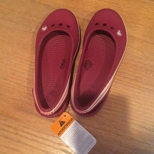 Girls crocs cranberry color